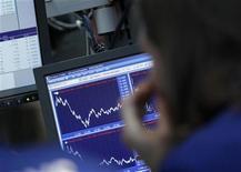 <p>C'est avec en toile de fond la volonté du gouvernement de réformer le système bancaire français que s'ouvre lundi le procès en appel de ex-trader de la Société générale Jérôme Kerviel. La crise de la zone euro, qui déstabilise les banques européennes comme l'illustre la déroute de Bankia et les révélations de pertes de trading chez UBS et JPMorgan Chase, prouvent pour beaucoup de spécialistes de la finance le besoin de réglementer et de réformer plus en profondeur le secteur. /Photo d'archives/REUTERS/Brendan McDermid</p>