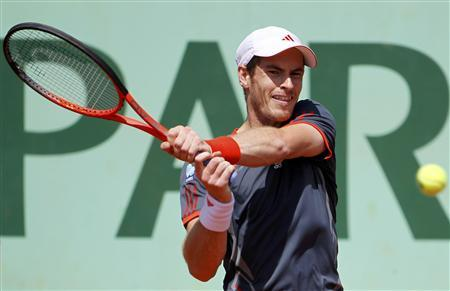 Andy Murray of Britain returns the ball to Santiago Giraldo of Colombia during the French Open tennis tournament at the Roland Garros stadium in Paris June 2, 2012. REUTERS/Francois Lenoir