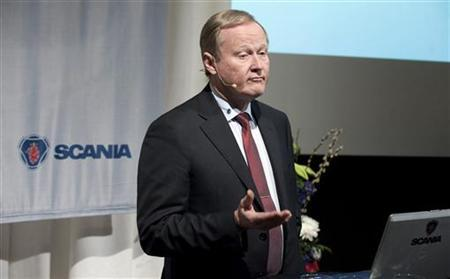 Chief Executive Officer Leif Ostling of Swedish truckmaker Scania talks to the media during a quarterly report presentation in Stockholm February 1, 2012. REUTERS/Bertil Ericson/Scanpix