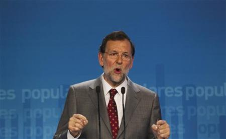 Spain's Prime Minister Mariano Rajoy speaks during a news conference at his Popular Party (PP) headquarters in Madrid May 28, 2012. REUTERS/Sergio Perez
