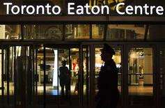 Police stand guard in front of the Toronto Eaton Centre shopping mall where a shooting occurred in Toronto June 2, 2012. REUTERS/Mark Blinch