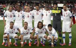 Сборная Чехии перед матчем с Венгрией в Праге 1 июня 2012 года. Сборная Чехии сыграет в группе A на стартующем 8 июня чемпионате Европы. REUTERS/Petr Josek