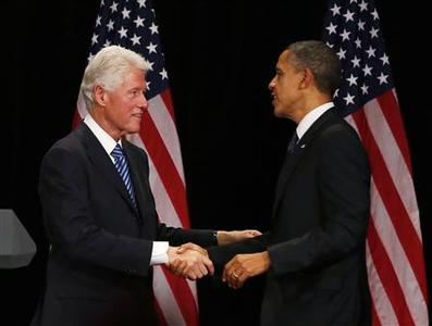 Former U.S. President Bill Clinton (L) shakes hands with U.S. President Barack Obama at a fundraiser, at the Waldorf Astoria in New York June 4, 2012. REUTERS/Larry Downing
