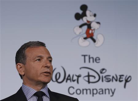 Walt Disney Company Chairman and Chief Executive Officer Robert Iger announces Disney's new standards for food advertising on their programming targeting kids and families at the Newseum in Washington June 5, 2012. REUTERS/Gary Cameron