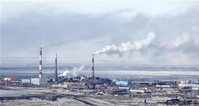 Вид на медный завод Норильского Никеля в Норильске 16 апреля 2010 года. Норильский никель в 2011 году увеличил чистую прибыль по сравнению с 2010 годом на 17 процентов до $3,6 миллиарда по МСФО, не оправдав собственный прогноз, следует из отчета компании, опубликованного в среду. REUTERS/Ilya Naymushin