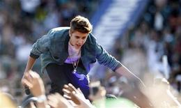Singer Justin Bieber greets fans at the 2012 Wango Tango concert at the Home Depot Center in Carson, California May 12, 2012. REUTERS/Mario Anzuoni