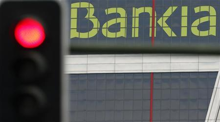 The headquarters of nationalised lender Bankia is seen beside a red traffic light in Madrid May 30, 2012. REUTERS/Sergio Perez