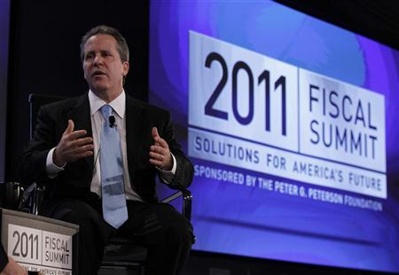 White House senior economic adviser Gene Sperling speaks at the 2011 Fiscal Summit on Solutions for America's future in Washington May 25, 2011. The Obama administration wants revenue growth to help cut the $1.4 trillion U.S. deficit not as a means of ''class warfare'' but to ensure shared sacrifice, White House senior economic adviser Gene Sperling said on Wednesday. REUTERS/Jason Reed