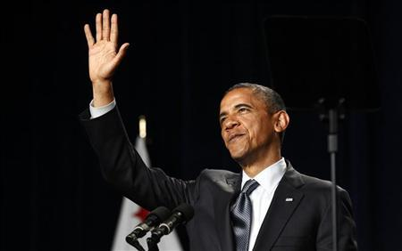 U.S. President Barack Obama waves during a fund raising event at the Fox Theatre in Redwood City, California May 23, 2012. REUTERS/Kevin Lamarque