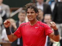 O espanhol Rafael Nadal comemora vitória sobre Nicolas Almagro em Roland Garros nesta quarta-feira. REUTERS/Benoit Tessier