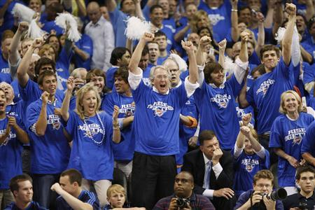 Chesapeake Energy Corp CEO and Oklahoma City Thunder Board of Directors member Aubrey McClendon (C) cheers on the Thunder in the finals seconds against the Los Angeles Lakers Game 3 of their NBA Western Conference playoff series in Oklahoma City, in this April 22, 2010 file photo. REUTERS/Bill Waugh/Files