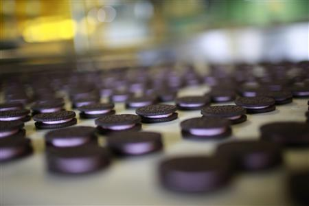 Freshly-baked Oreo cookies pass along a conveyor belt at a Kraft Foods' factory in Suzhou, Jiangsu province May 30, 2012. REUTERS/Aly Song