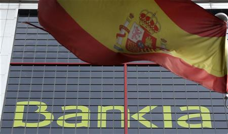 A Spanish flag flutters beside nationalised lender Bankia's headquarters in Madrid May 30, 2012. REUTERS/Sergio Perez