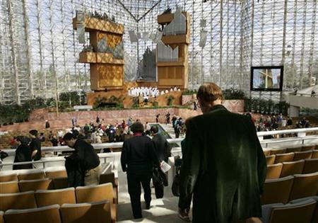 Worshippers depart a church service at the Crystal Cathedral megachurch in Garden Grove, California, March 18, 2012. REUTERS/Jonathan Alcorn