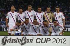 Сборная России по футболу перед матчем с командой Италии в Цюрихе 1 июня 2012 года. REUTERS/Christian Hartmann