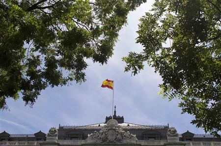A Spanish flag flies above the Bank of Spain in Madrid, June 6, 2012. REUTERS/Paul Hanna