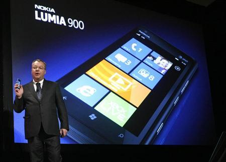 Nokia CEO Stephen Elop displays the Nokia Lumia 900 smartphone at the Consumer Electronics Show opening in Las Vegas January 9, 2012. REUTERS/Rick Wilking