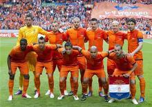Сборная Нидерландов по футболу перед товарищеским матчем против Северной Ирландии в Амстердаме 2 июня 2012 года. REUTERS/Paul Vreeker/United Photos