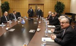 <p>اعضاء من المجلس الوطني السوري خلال اجتماع في انقرة يوم 13 مارس اذار 2012 - رويترز</p>