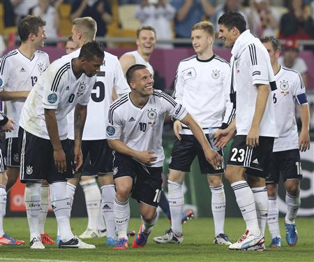Germany's players celebrate victory against Portugal at the and of their Group B Euro 2012 soccer match in Lviv, June 9, 2012. REUTERS/Thomas Bohlen