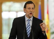 <p>Le président du gouvernement Mariano Rajoy estime que les coupes budgétaires et les réformes économiques engagées depuis plusieurs mois par son gouvernement avaient permis à l'Espagne d'éviter un plan d'aide étrangère pour sa dette souveraine. /Photo prise le 10 juin 2012/REUTERS/Paul Hanna</p>