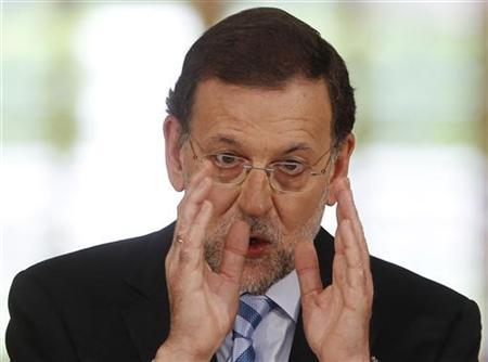 Spain's Prime Minister Mariano Rajoy gestures during a news conference at the Moncloa Palace in Madrid, June 10, 2012. REUTERS/Paul Hanna