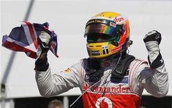 Lewis Hamilton comemora vitória no GP do Canadá, em Montreal, neste domingo