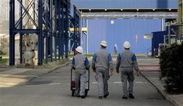 <p>Soutenue par la consommation d'électricité et de gaz liée aux basses températures, la production industrielle de la France a augmenté de 1,5% en avril, après une baisse de 1,0% en mars. /Photo d'archives/REUTERS</p>