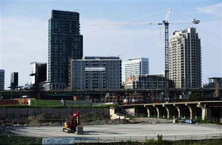 Condominiums are seen under construction in Toronto in this July 10, 2011 file photo. REUTERS/Mark Blinch/Files