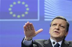 <p>Une union bancaire pourrait être mise en place dès 2013 dans l'Union européenne sans modification des traités communautaires, estime le président de la Commission européenne José Manuel Barroso dans une interview au Financial Times. /Photo prise le 16 mai 2012/REUTERS/François Lenoir</p>