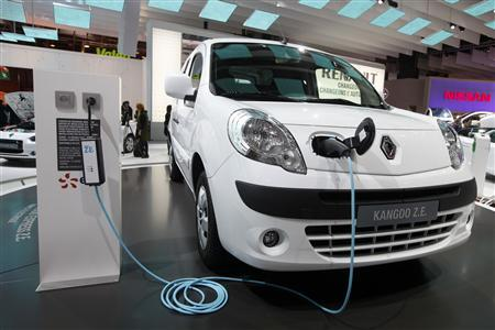 A Renault Kangoo Express ZE electric car is displayed on media day at the Paris Mondial de l'Automobile in this September 30, 2010 file photo. Automaker Renault, frustrated by the speed at which electric car chargers are being installed across France, is to fund some of the missing infrastructure itself. Renault and its Japanese affiliate Nissan, both headed by chief executive Carlos Ghosn, will give away close to 1,000 fast chargers costing around 5,000 euros ($6,300) each, mostly in France. REUTERS/Jacky Naegelen/Files
