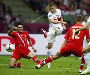 Poland's Jakub Blaszczykowski (C) shoots to score against Russia during their Group A Euro 2012 soccer match at the National stadium in Warsaw June 12, 2012. REUTERS/Kai Pfaffenbach