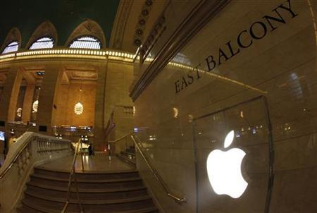 The Apple Inc. logo is seen on the steps of the East Balcony leading to the newest Apple store in New York City's Grand Central Station December 7, 2011 during a press preview of the store which opens to the public on Friday. REUTERS/Mike Segar