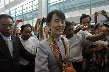 Myanmar's pro-democracy leader Aung San Suu Kyi makes her way through the Yangon International Airport as she leaves for her trip to Europe June 13, 2012. REUTERS/Minzayar