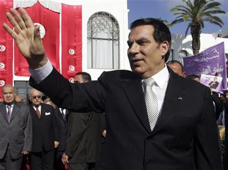 Tunisia's President Zine al-Abidine Ben Ali waves to supporters after he took the oath at the national assembly in Tunis November 12, 2009. REUTERS/Zoubeir Souissi