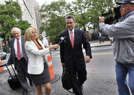 Former Goldman Sachs Group Inc board member Rajat Gupta (2nd R) and lawyer Gary Naftalis (L) arrive at the Manhattan Federal Court in New York June 13, 2012. REUTERS/Shannon Stapleton