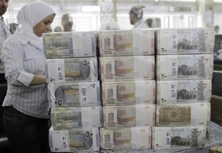 New Syrian currency notes (R to L: 200, 100, 50 Syrian pounds) are seen on display at the central bank in Damascus July 27, 2010. REUTERS/Khaled al-Hariri