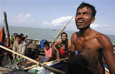 Myanmar's Muslim Rohingya people on a boat cross the river Naf, from Myanmar into Bangladesh, in Teknaf June 11, 2012. REUTERS/Stringer