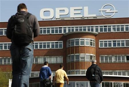 Workers arrive for their change of shift at the Opel plant of Bochum in March 28, 2012. REUTERS/Ina Fassbender (