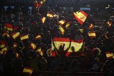 Болельщики сборной Испании перед началом товарищеского матча против Китая в Севилье 3 июня 2012 года. Матч группы C между сборными Испании и Ирландии состоится в четверг в Гданьске в рамках чемпионата Европы. Ниже изложены основные факты и цифры о противостоянии национальных команд двух этих стран: REUTERS/Jon Nazca