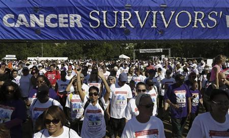 Participants start the National Cancer Survivors Day march in Chicago, June 3, 2012. REUTERS/John Gress