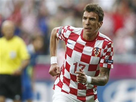 Croatia's Mario Mandzukic reacts after scoring a goal against Italy during their Group C Euro 2012 soccer match at the city stadium in Poznan, June 14, 2012. REUTERS/Dominic Ebenbichler