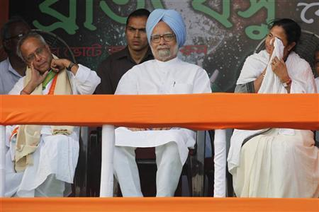 Prime Minister Manmohan Singh (C), Trinamool Congress Chief Mamata Banerjee (R) and Finance Minister Pranab Mukherjee (L) attend an election campaign rally ahead of the third phase of elections on the outskirts of Kolkata April 23, 2011. REUTERS/Rupak De Chowdhuri/Files