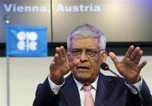 Генеральный секретарь ОПЕК Абдулла аль-Бадри выступает на пресс-конференции после встречи министров входящих в организацию стран в Вене 14 июня 2012 года. Организация стран-экспортеров нефти приняла решение сохранить квоты на добычу нефти на уровне 30 миллионов баррелей в сутки, сказал генеральный секретарь ОПЕК Абдулла аль-Бадри. REUTERS/Heinz-Peter Bader