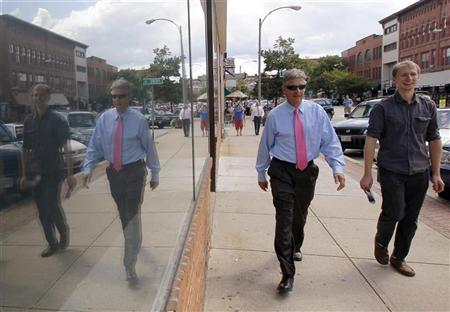 Republican presidential candidate and former New Mexico Governor Gary Johnson (C) walks through downtown Concord, New Hampshire August 23, 2011. REUTERS/Brian Snyder