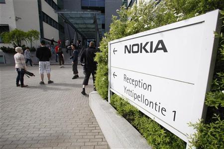 Nokia employees arrive for a personnel briefing in Oulu, June 14, 2012. REUTERS/Markku Ruottinen/Lehtikuva