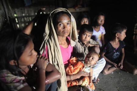 Rohingya women and children hide in a house at Shah Pari's Island in Teknaf June 15, 2012. REUTERS/Andrew Biraj