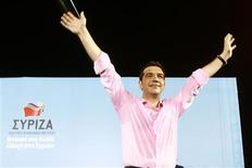 Head of Greece's radical left SYRIZA party Alexis Tsipras waves to supporters during a pre-election rally in Thessaloniki, in northern Greece June 15, 2012. REUTERS/Grigoris Siamidis