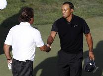 Phil Mickelson and Tiger Woods shake hands on the 18th green during the second round of the 2012 U.S. Open golf tournament on the Lake Course at the Olympic Club in San Francisco, California June 15, 2012. REUTERS/Matt Sullivan