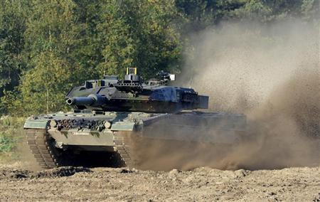 A Leopard 2 tank takes part in a training and information day of the German army ''Bundeswehr'' in Munster, Lower Saxony, September 28, 2011. REUTERS/Fabian Bimmer